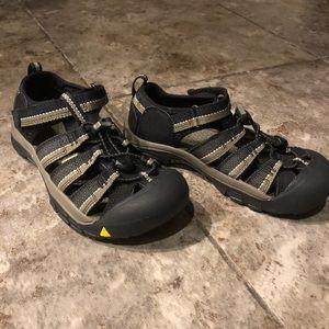 Kids Keen hiking sandals size 3 NWOT